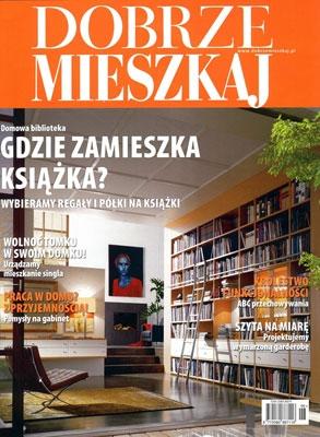 """Przestrzeń do pracy w stylu klasycznym lub kolonialnym, a jako dekoracje prace artystów z artpower.pl - polecamy najnowszy numera magazynu """"Dobrze Mieszkaj""""."""